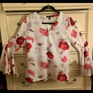 Banana Republic floral blouse w/flare sleeves.NWT